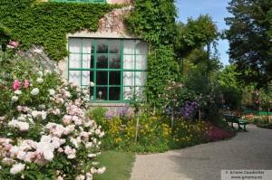 La ventana del primer estudio de Monet en su casa de Giverny